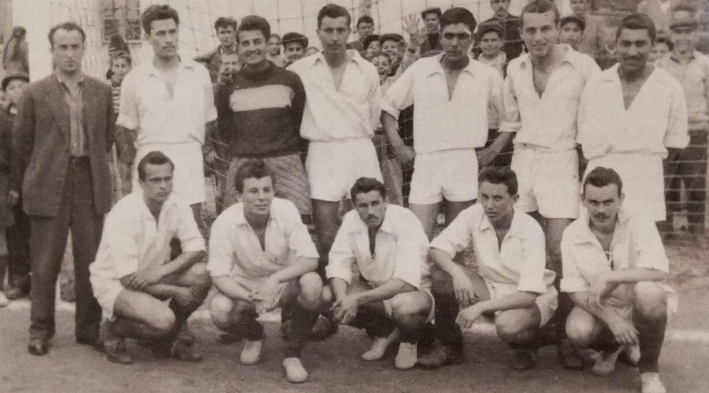 RK Mladost (1952): trener prof. Vojinović, Milojević, Nedeljković, Cvetković, Rakić, P. Stefanović, Baković, čuče - D. Stefanović, Jevtić, M. Petrović, Novaković i Simić